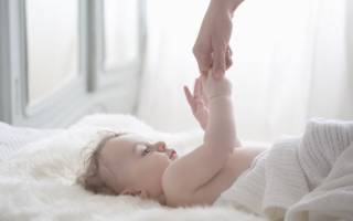 У ребенка на ногах между пальцами кожа слезает лечение