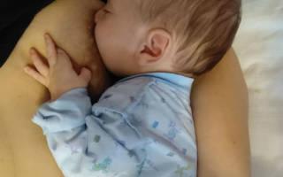 Прикладывание малыша к груди в первые разы