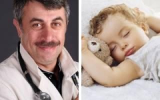 Когда ребенка переводить на один дневной сон комаровский