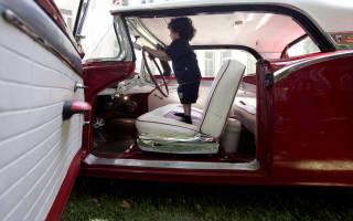 Можно ли ставить автокресло на переднее сидение по пдд?