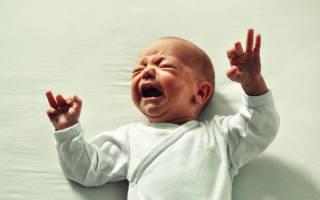 Причины и симптомы закупорки слезного канала у новорожденных