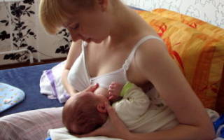 Правильное положение малыша и рожка при кормлении