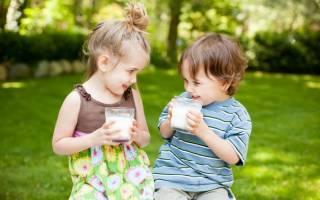 С какого возраста можно давать цельное молоко ребенку