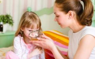 Белые пятна на гландах у ребенка с температурой лечение
